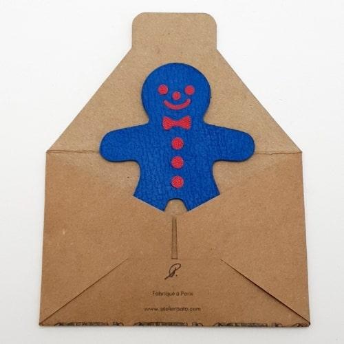Magnet en cuir Bonhomme Pain d'Epice Bleu Fabriqué à Paris - packaging papier kraft - Mon Souvenir de Paris by Atelier Pato